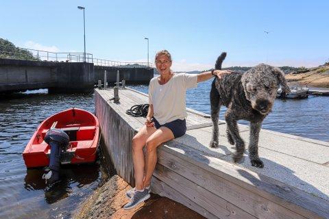 Gleder seg: –Jeg gleder meg til å ta fatt på jobben i NATO! sier Louise Dedichen. Nå lader hun batteriene på Hvaler sammen med familien og hunden Billie.