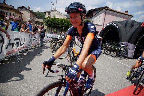Rolig start. På grunn av en tur i asfalten før lagtempoen på fredag har Katrine Aalerud fra Vestby måttet innlede Giro Rosa på en langt mer forsiktig måte enn hun hadde sett for seg.