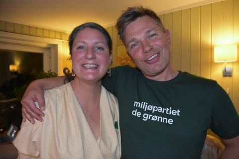 FORNØYDE: Partileder Louise Brunborg-Næss og Christian Hallan var fornøyde på mandagens valgvake.