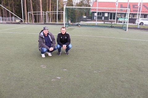 KUNSTGRESS: Daglig leder Claus Kristian Evensen og styreleder Jonny Halvorsen i HSV Fotball ser frem til ny kunstgressbane.