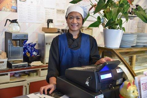 LINDENSKAP FOR MAT: Innehaver av Zarepta lunsjkafe, Huong Thi Doan, elsker å lage mat og står på kjøkkeneth hele dagen, også hjemme.