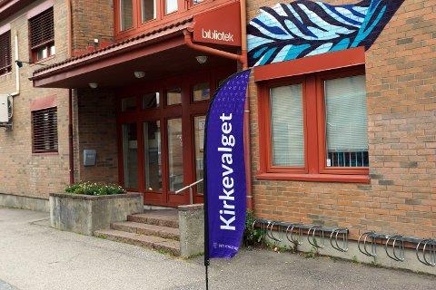 Valglokalet er på biblioteket, kun 50 meter fra rådhuset i Vestby.