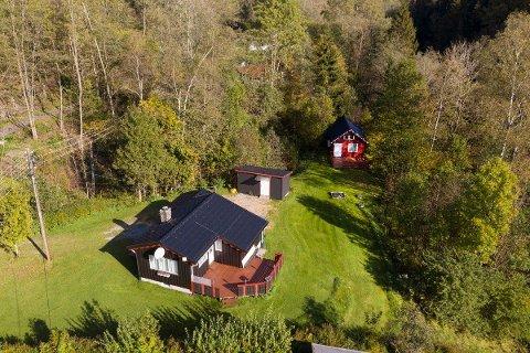 SOLGT: Hytteeiendommen Elvebakken 91 i Son har i lang tid ligget ute til salg. Torsdag ble hytta solgt og det til en pris over prisantydning.