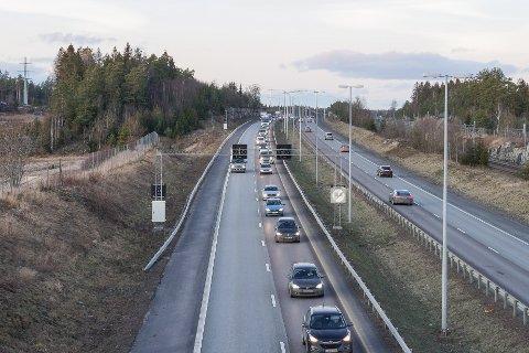 Irriterte bilister på E6 varslet politiet om en elbil som skapte kaos i ettermiddagsrushet gjennom Vestby på onsdag.