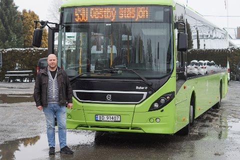 Trafikkplanlegger i Schaus buss, Øyvind Berg, er enig med Ruter i at bussen må gå korteste vei. Kommunen ønsker derimot bussen vekk fra sentrum.