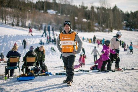 TRIST: - Det er trist at vinteren uteblir, spesielt for alle barna som ikke får stått på ski, sier leder Lasse Lööw-Olsen i Son Slalomklubb.