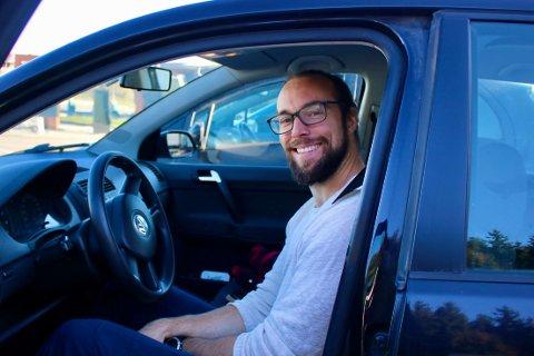 Terje Franklin-Alming (31) prøver å unngå å bruke mobiltelefon når han kjører bil.