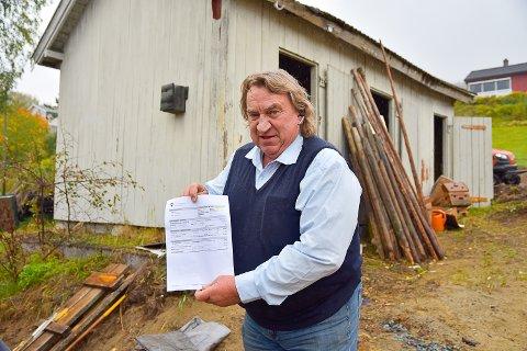 BAK MÅL: Kjell Andersen syns det er bak mål å kreve inn eiendomsskatt på et uthus.