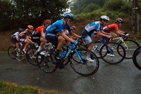 LEVER DRØMMEN: Vestby-syklisten (i blått) sykler for spanske Movistar, og deltar etter planen i et World Cup-ritt i Madrid i månedsskiftet.