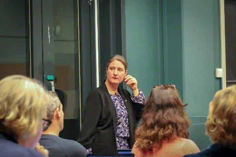 – Vi som politikere står ansvarlige for det som skjer i kommunen, sier Louise Brunborg-Næss (MDG). Hun skulle ønske hun som kommunepolitiker fikk vite om nedstengningen av kommunen før det sto skrevet i Vestby Avis.