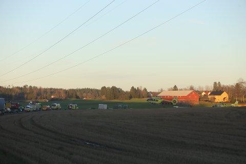 Torsdag ettermiddag har alle nødetater rykket ut til en trafikkulykke i Hølen.