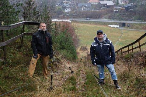Nestleder Trond Engen og leder Lasse André Lööv-Olsen i Son Slalomklubb håper en ny heis er på plass innen neste års sesong starter.