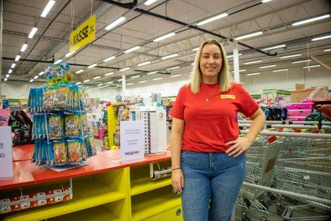 FORNØYD: Minus til tross, lekebutikken ved Vestby Outlet har hatt en solid vekst de siste årene. Her ser vi daglig leder Hege Simonsen.