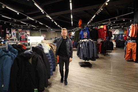 Daglig Leder på Sport 1 Marius Bjørnstad sier morgenen i butikken har vært som en normal dag.
