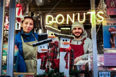 De nybakte food truck-eierne Sanja (33) og Ferdi (34) har hatt et vanskelig år. Nå står de på Oslo Fashion Outlet, og har kunder som kommer helt fra Oslo for å kjøpe «puffs».