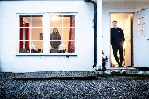 ISOLASJON: Ada Sætre og Martin Våvik Wåler har sittet inne i leiligheten sin siden Martins koronatest kom tilbake positiv. Foto: Vidar Sandnes