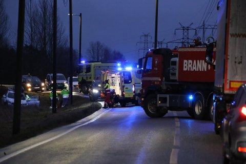 En bil kjørte av veien ved Tegnebyholtet mandag morgen.