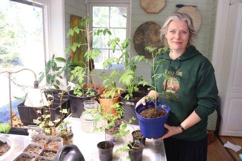 PRIMUS MOTOR: Det er Ylva Linnestad, bibliotekar i Son, som er primus motor for frøbiblioteket. Hun gleder seg over den økende interessen for frøene.