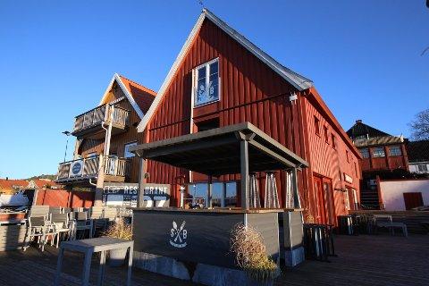 SØKER OM ALKOHOLSERVERING: Restauranthuset Sjøboden er det nye navnet på restauranten som skal drives fra disse lokalene på brygga i Son. Nå har driverne søkt om skjenkebevilling.