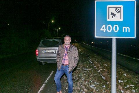UNNGÅR BOMMEN: Dag Bjørgestad bor 300 meter nord for bommen på Veum. Siden november har han kun passert den to ganger med bil – begge i det han nærmest omtaler som nødstilfeller.