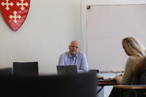 GODT I GANG: Rådmann Sjur Authen forteller til Vestby Avis at kommunen ligger godt an med vaksinering av innbyggere.