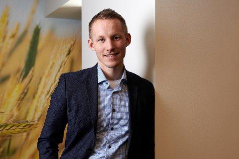 Lokalbanksjef Martin Frøland i SpareBank 1 forteller om en økende andel yngre kunder.