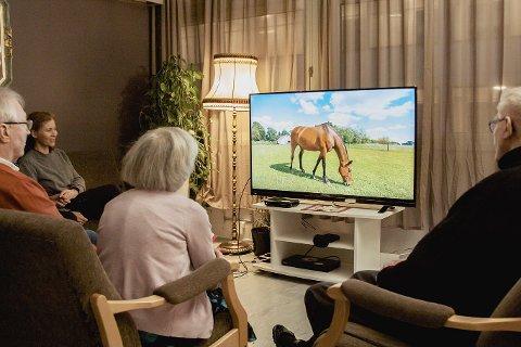 Beboere på Romsås sykehjem Attendo i Oslo kan nå se sakte-TV levert av Televindu. Her fra lanseringen på Romsås  nå nylig.