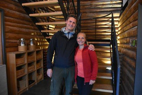 ENDELIG: Rene Stene og Emma Presell er klar for åpning av Restaurant Sjøboden på brygga i Son.