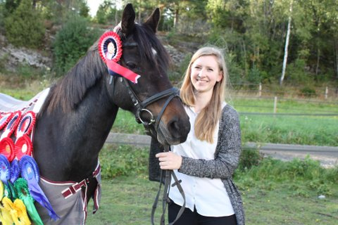 13 ÅR: Malene Finstad har eid Hi Star i 13 år og leter nå desperat etter hesten sin, etter at den forsvant fra Søndre Tveter i Vestby ved midnatt.
