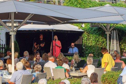 Hanne Sørvaag trollbandt et fullsatt Hagestua lørdag kveld.