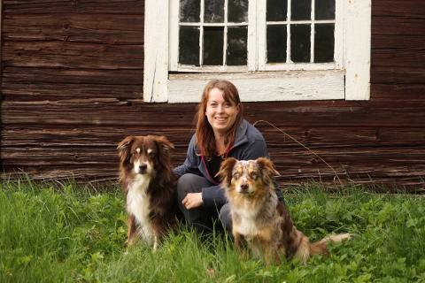 Ida Asbjørnslett møtte en blotter da hun var ute på tur med en venninne, og deres til sammen fire hunder, mandag kveld.