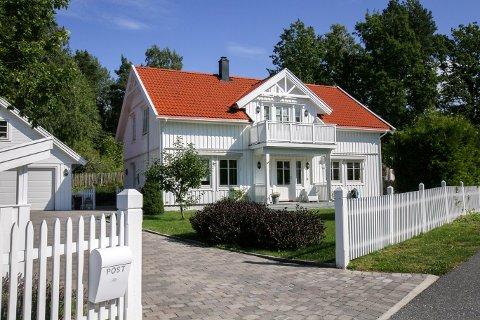 POPULÆR: Denne eneboligen på Berg i Vestby var det mange som ønsket å bo i. Til slutt ble boligen solgt 750.000 kroner over prisantydning.
