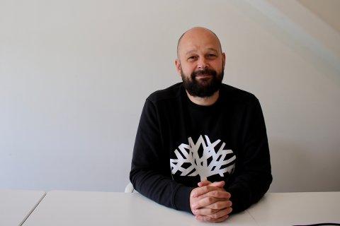 Senterleder Lars Pedersen ved Oslo Fashion Outlet Vestby vil gjerne ha flere parkeringsplasser enn de har i dag.