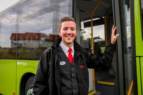 Magnus Bremseth Kvernland (20) passer definitivt beskrivelsen fra den velkjente sangen «En bussjåfør».