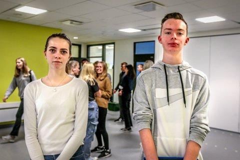 BEKYMRET: Elevrådsleder Theo Møllerop (t.h.) og nestleder Charlotte Herskedal opplever at mange av medelevene nå tar egne grep for å føle seg tryggere i sentrum.