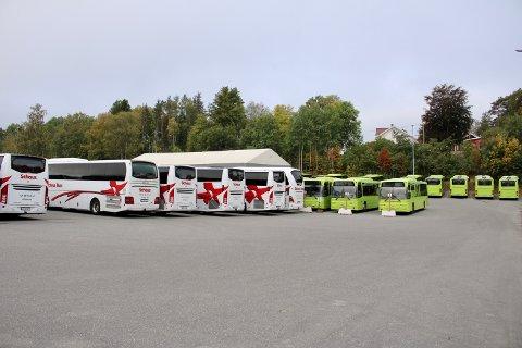 Det var smekkfullt av parkerte busser utenfor Schaus buss i Vestby søndag formiddag.