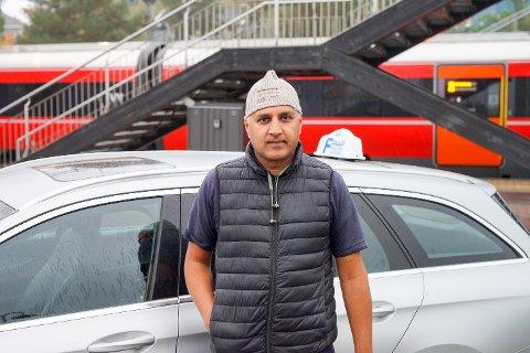 Feisal Hussain har merket at flere kunder velger dem under busstreiken.