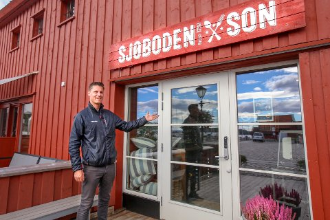 Rene Stene driver restaurant Sjøboden i Son. Han har forståelse for tiltakene som nå innføres.