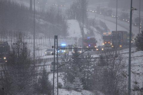 Køen strekker seg nå langt nordover etter ulykken på E6 i Vestby.