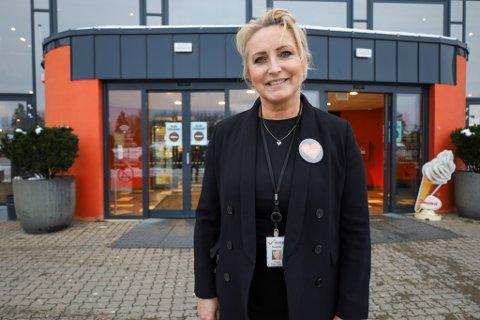 STORFORNØYD: Senterleder ved Vestby Storsenter er strålende fornøyd med en økt omsetning på 124 millioner sammenlignet med 2019.