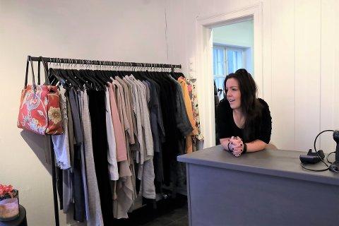 Kate Anker-Nilssen (33) flyttet til Son og åpnet butikk i Thornegården i 2020.
