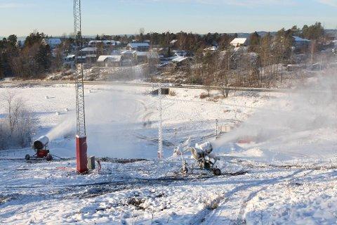 Så snart bakken er dekket med snø og ferdig preparert vil den åpne for publikum.