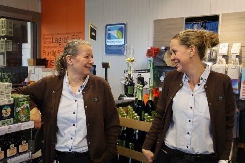 Eli Aronsen og butikksjef Karina Bøhn Tysnes ved Vinmonopolet i Son er ikke bekymret over tallene for september.