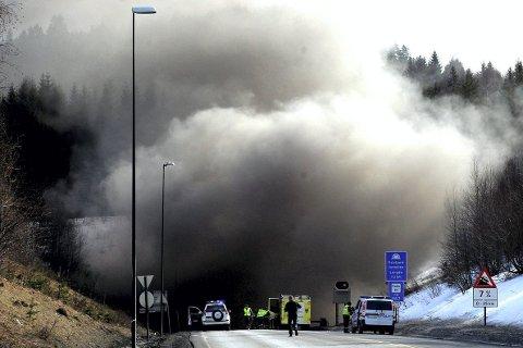 Bildet er hentet fra den dramatiske brannen i 2011, Arkivfoto: Amta