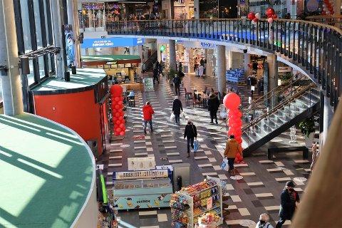 I januar måtte kjøpesentre i Oslo-regionen stenge grunnet smitteøkningen i Oslo-regionen. Nå øker fremdeles smitten flere steder, og kommunene vurderer hvilke tiltak som er nødvendige.