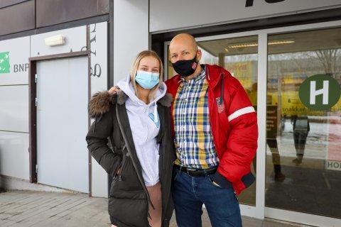 EN KJEDELIG VINTERFERIE: Både far Asgeir Stavseth og datter Sunniva Hagen Stavseth (18) blir sittende med jobb og skolearbeid i vinterferien. Til vanlig ville de nok satt seg på første fly til Kroatia for å nyte varmen i ferieleiligheten sin.