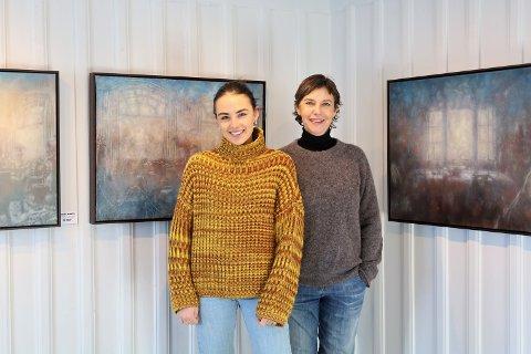 Gallerieier Tonje Mostad (t.h.) og datteren Elvira Magdalena Mostad Slang er sammen om det meste ved Galleri Soon. De er blant mange som har startet opp nettbutikk.