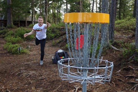 HEKTA: Kristian Bjerke ønsker sammen med vennegjengen å etablere bane for frisbeegolf i Vestby.