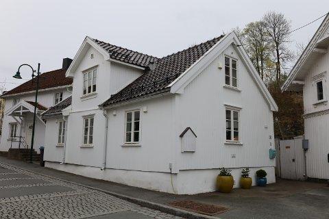 Storgata 20 (Gnr 160, bnr 29) er solgt for kr 7.800.000 fra Camilla A Søhoel Hallan og Christian Hallan til Bo Stefan Ivarsson (09.04.2021)