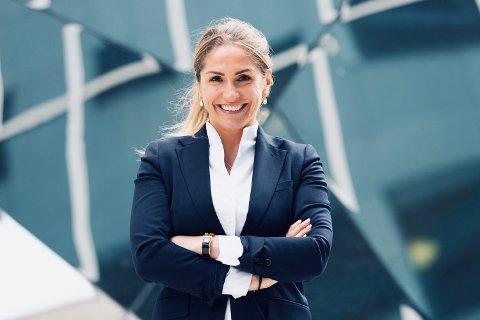 EKSPERT: Eiendomsmegler Helene Solberg fra Nesodden har gjort seg bemerket som eiendomsmegler. Hun tror boligmarkedet vil holde seg stabilt gjennom høsten.